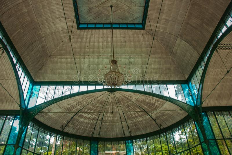 彼得罗波利斯,巴西:水晶宫是在1884年被建立公主的伊莎贝尔作为a的玻璃和钢结构 图库摄影