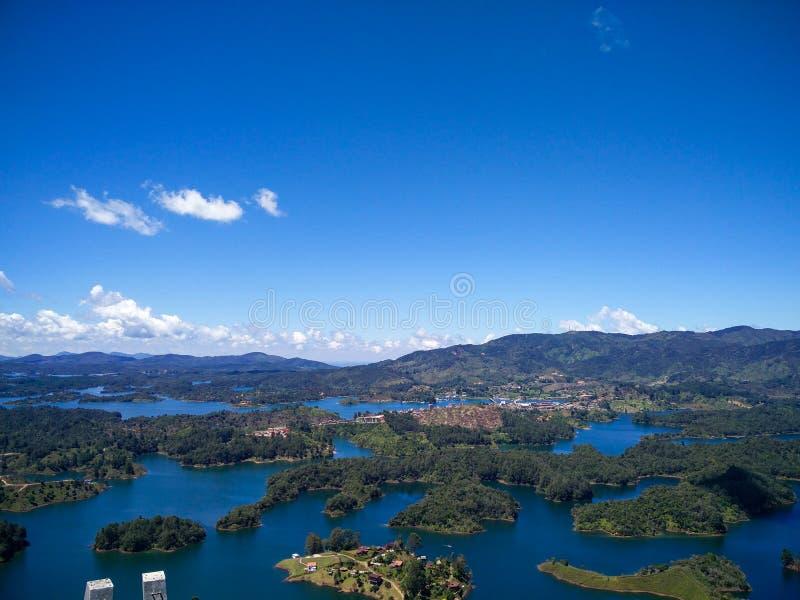彼德拉del Penoll,瓜塔佩鸟瞰图在安蒂奥基亚省,哥伦比亚 免版税库存图片