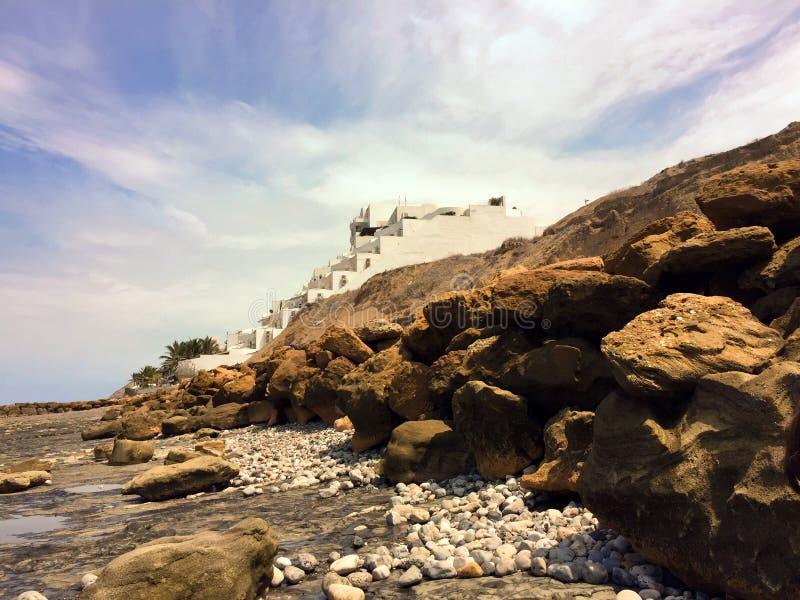 彼德拉Larga厄瓜多尔的岩石海岸的海滩公寓房 免版税库存照片