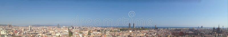往视图的空中巴塞罗那市山地平线tibidabo 库存图片
