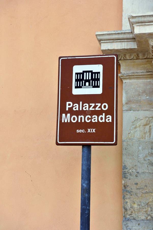征兆莫迪卡意大利的信号 免版税库存图片