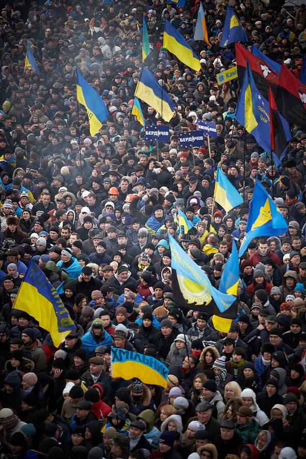 很多人民在独立广场来了在革命时在乌克兰 库存照片