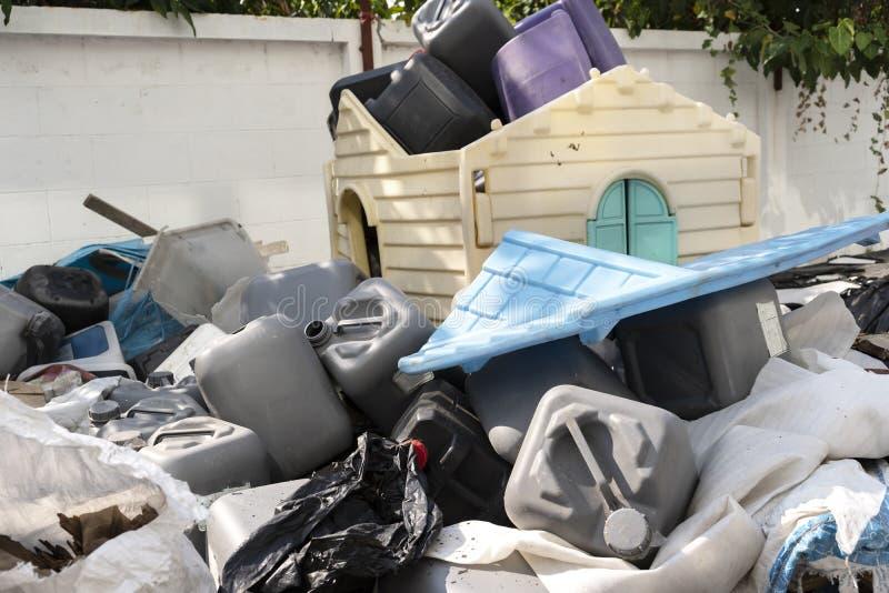 很多塑料废物 免版税库存照片
