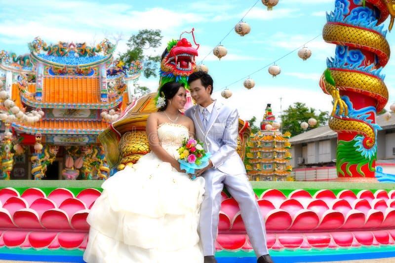 很甜与夫妇结婚 免版税库存照片