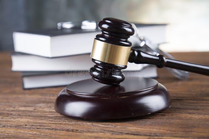 律师事务所背景 法律在灰色石背景的标志构成 免版税库存照片