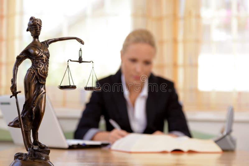 律师在办公室 免版税库存照片