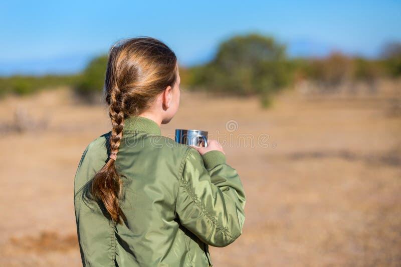 徒步旅行队的小女孩 库存照片