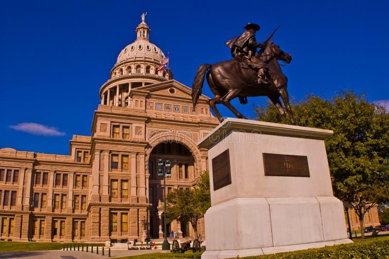 得克萨斯状态国会大厦大厦马后面雕象政府 免版税库存照片