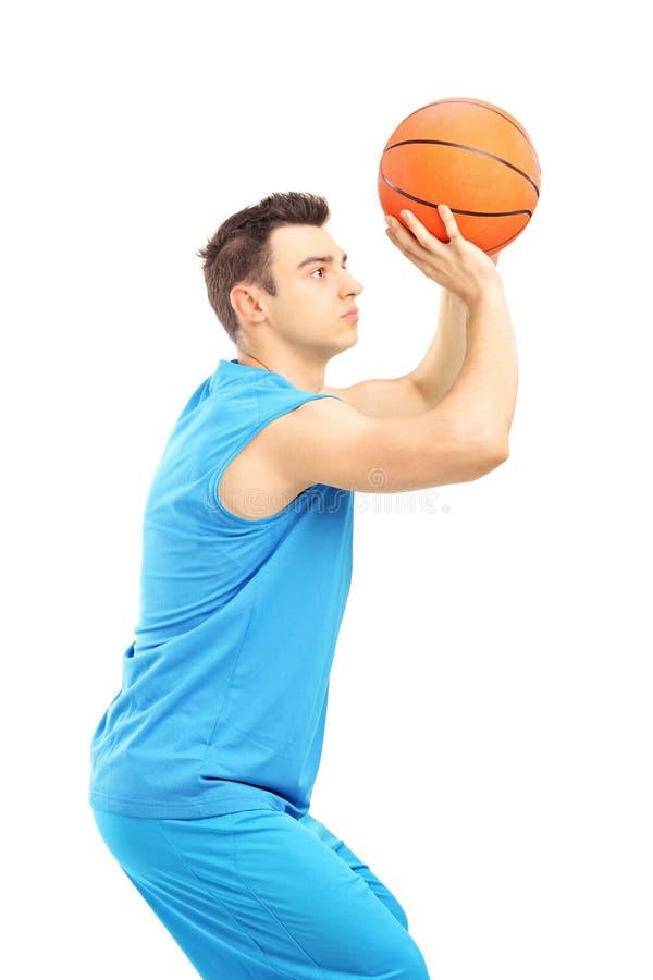得分的蓝球运动员 图库摄影