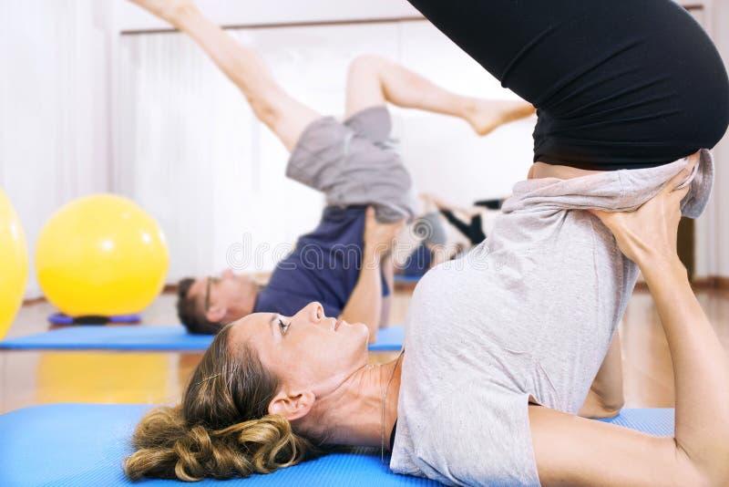 得到的健身锻炼回到形状 免版税库存照片
