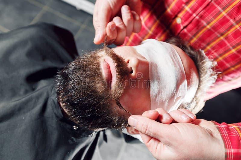 得到他的髭的行家人准备好转弯 免版税库存照片