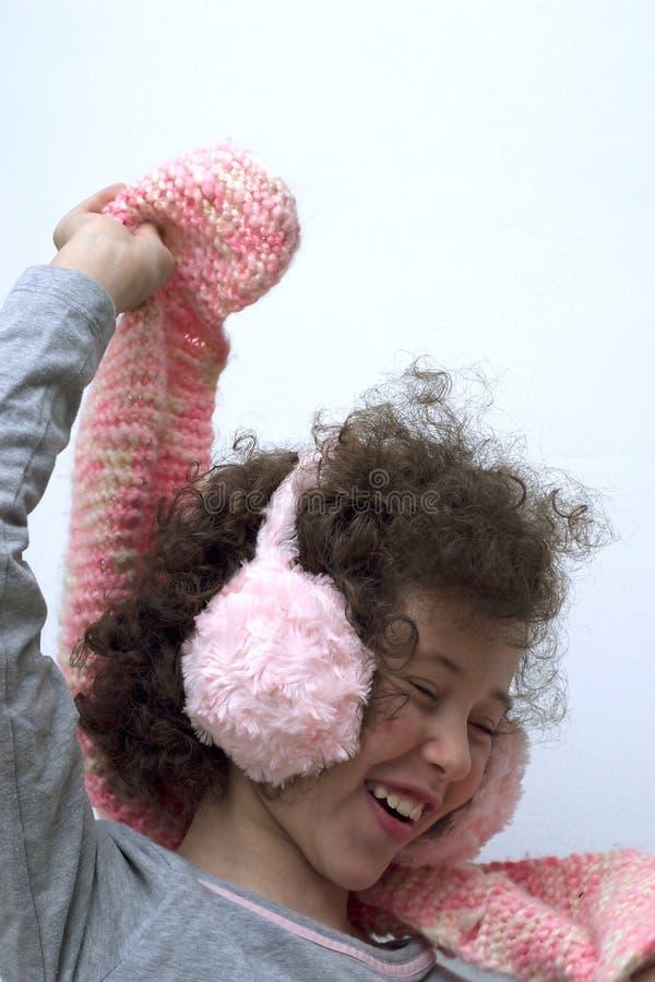 御寒耳罩女孩粉红色围巾 免版税库存照片