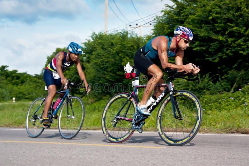 循环在triatlon的人 库存照片