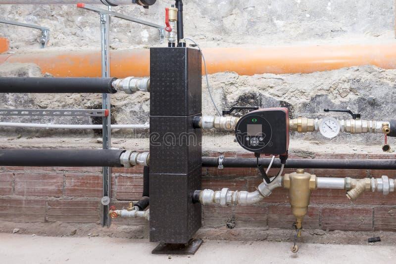 循环泵节能在锅炉室 免版税库存照片