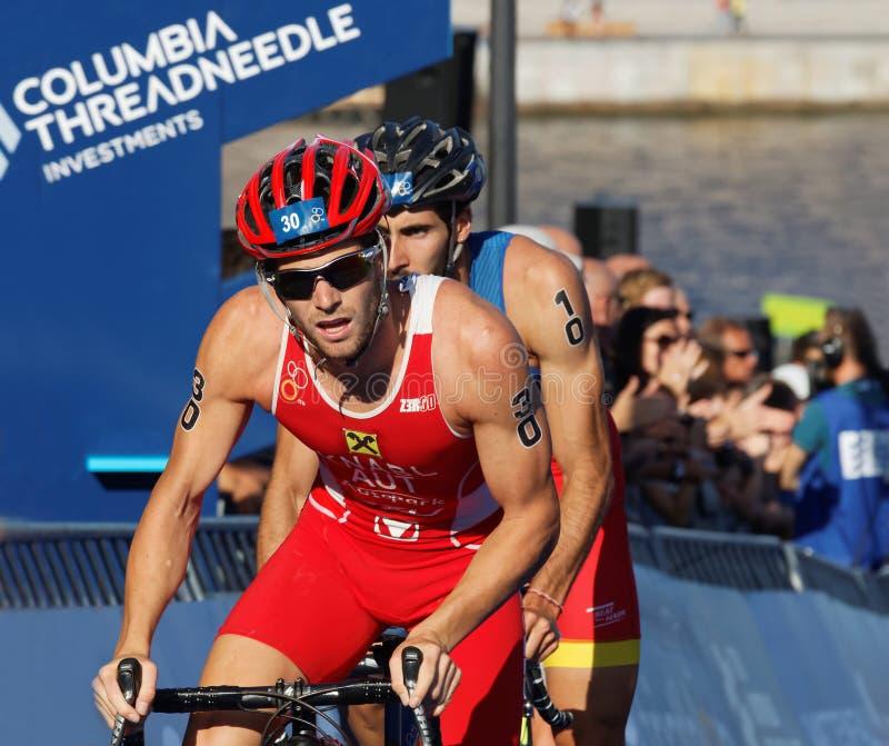 循环的triathlete阿洛伊斯纳布尔(AUT) 免版税图库摄影
