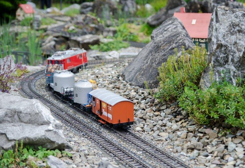 微型在Mainau海岛,Bodensee,德国的山铁路模型 免版税库存图片