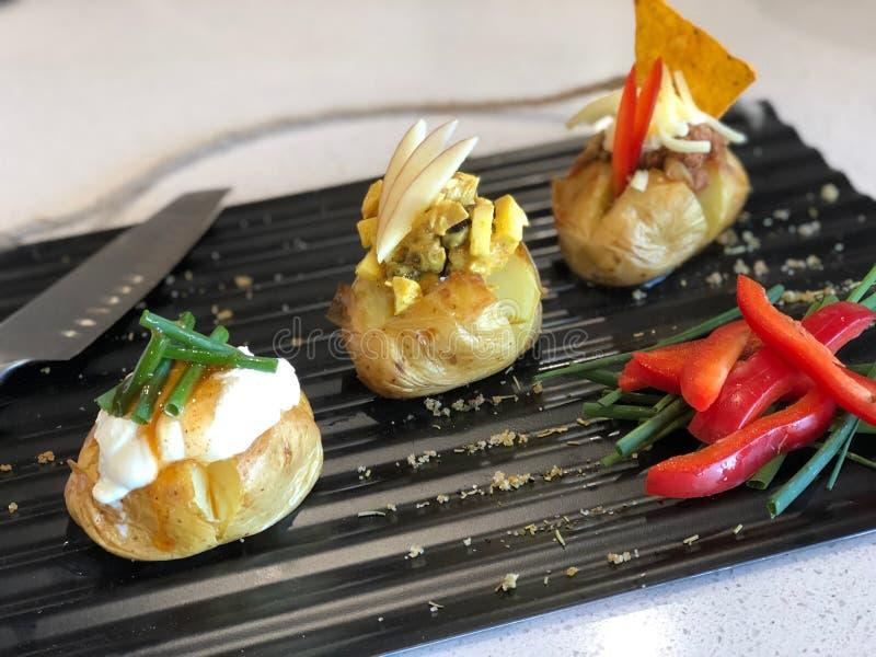 微型带皮烤的土豆 免版税库存照片