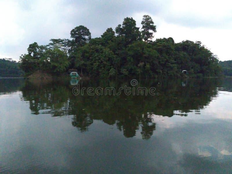 微型海岛在湖 图库摄影