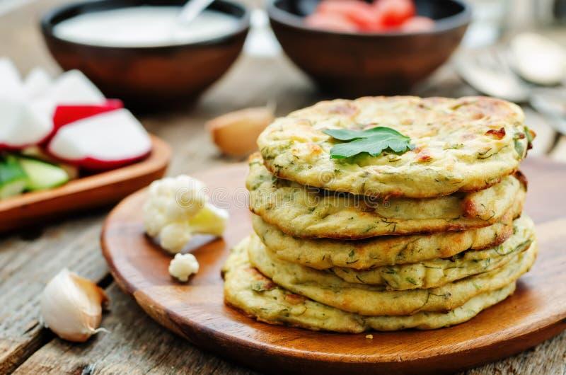 微型花椰菜的玉米粉薄烙饼 图库摄影