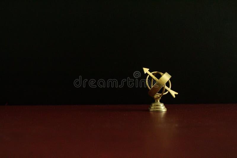 微型金黄古色古香的星盘地球 免版税库存图片