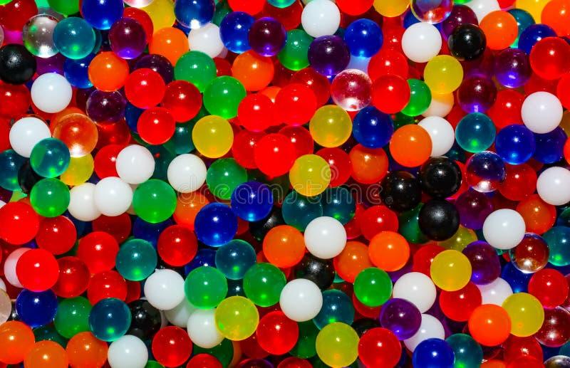 微小的小珠五颜六色的背景  库存照片