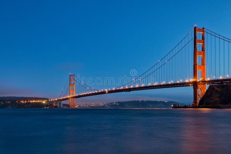 微明的金门大桥从堡垒贝克 免版税图库摄影