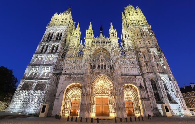 微明的,鲁昂,诺曼底,法国著名Notre Dame de鲁昂大教堂 免版税图库摄影