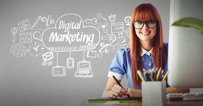 微笑与在云彩的象周围的数字式营销文本的女实业家 库存例证