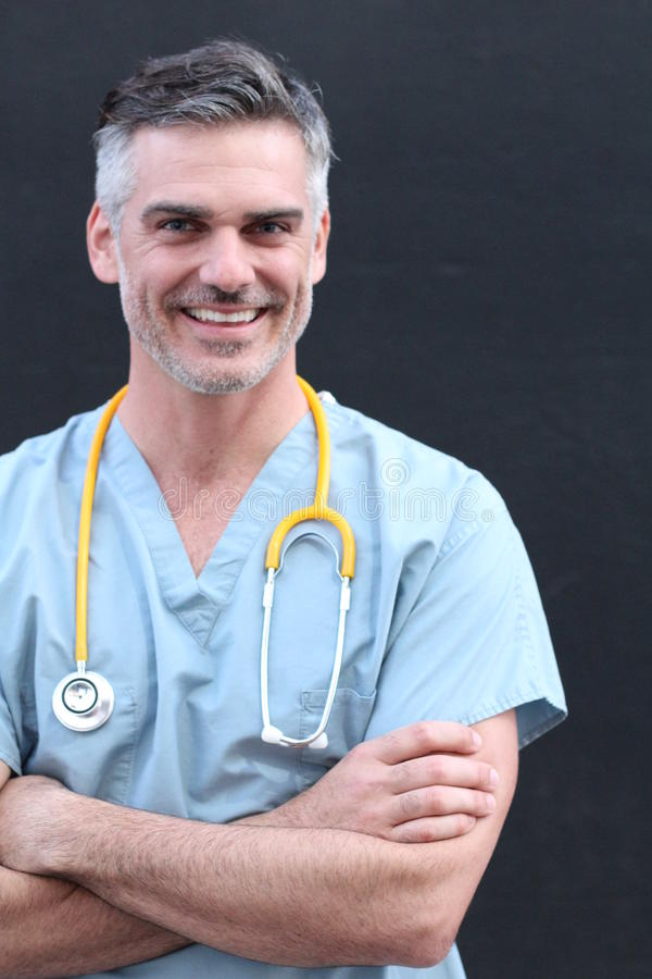 微笑与胳膊的医生横渡 库存照片