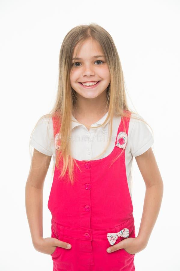 微笑与长的金发的孩子 在白色隔绝的桃红色连衫裤的小女孩微笑 在时兴的孩子模型 库存照片