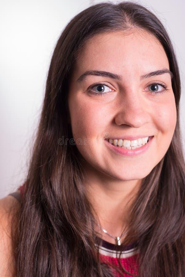 微笑入照相机的画象运动的女孩 库存图片