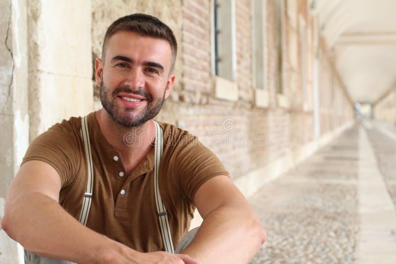 微笑华美的男性紧密  免版税库存图片