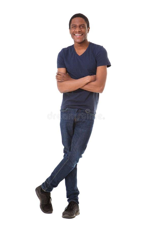 微笑反对被隔绝的白色背景的全长确信的年轻非裔美国人的人 图库摄影