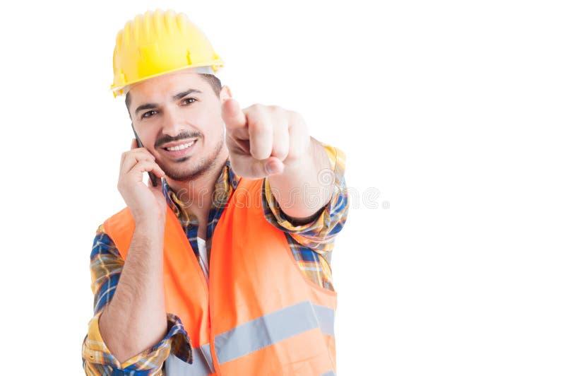 微笑和把手指指向的正面确信的工程师您 库存照片