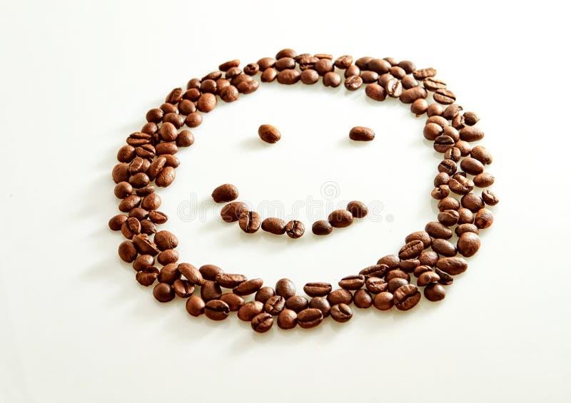 微笑塑造了在白色隔绝的咖啡豆 图库摄影