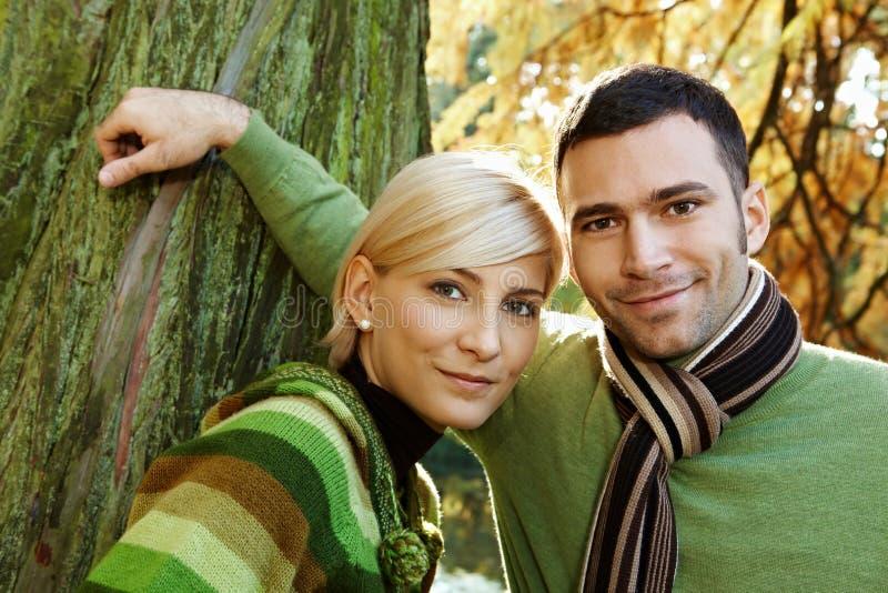 年轻夫妇户外特写镜头画象  库存照片