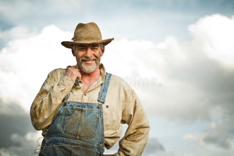 微笑对照相机的20世纪30年代农夫 免版税库存图片