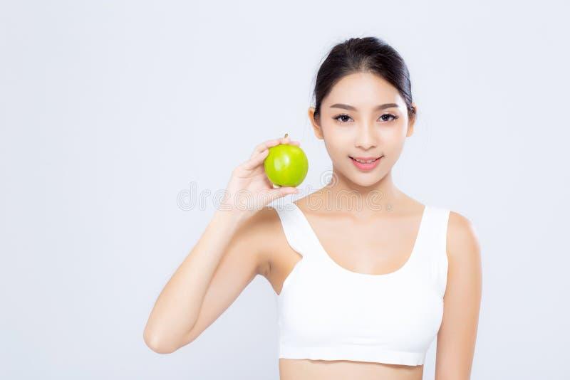 微笑画象亚裔的妇女举行绿色苹果果子和好漂亮的东西或人 免版税库存照片