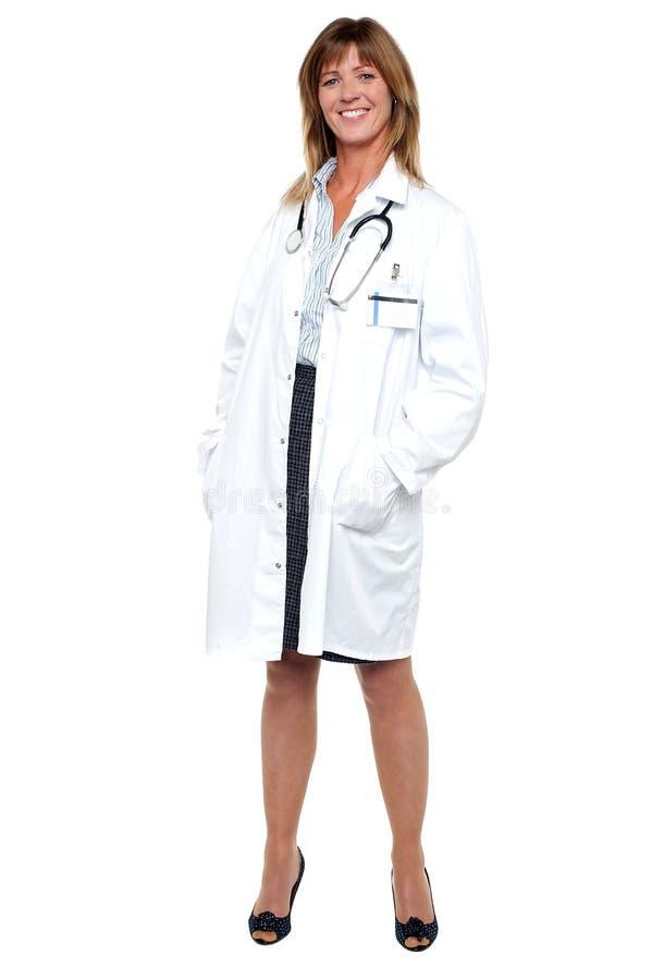 微笑的中间名变老医学专家,全长纵向 免版税库存图片