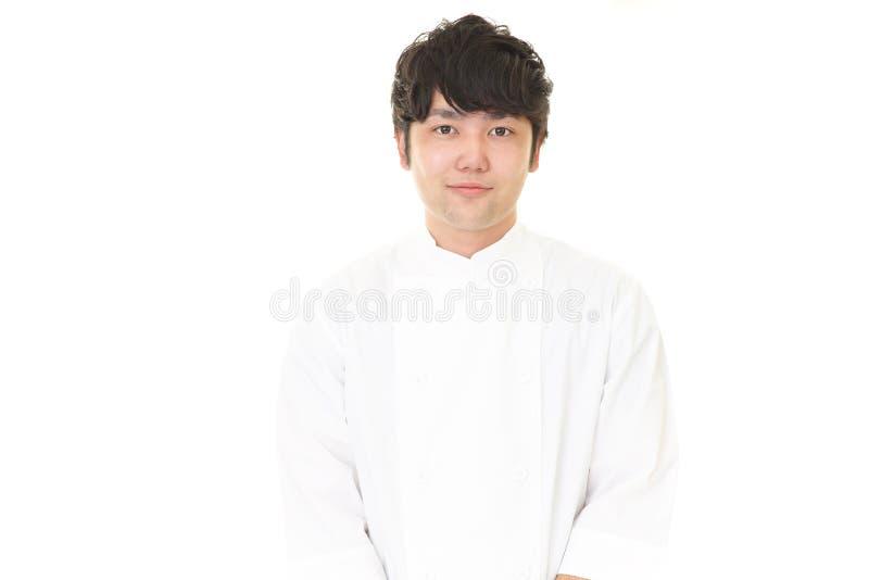微笑的亚裔厨师 库存图片