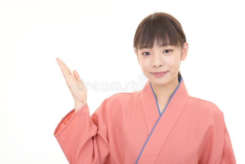 微笑的亚裔女服务员 库存图片