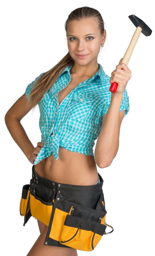 微笑的俏丽的女孩简而言之、衬衣和工具传送带 免版税库存图片