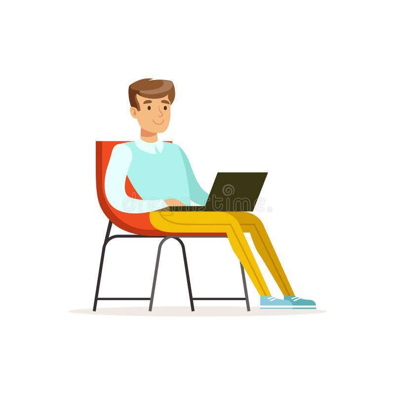微笑的商人坐椅子和与膝上型计算机, coworking的空间向量例证一起使用 向量例证