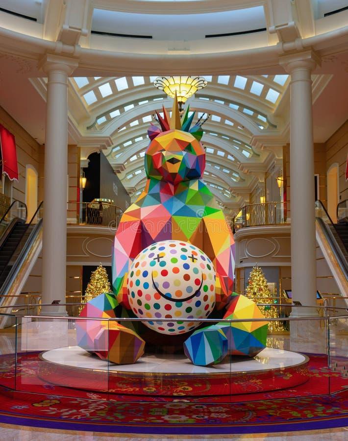 微笑的国王Bear Sculpture奥田圣米哥 库存图片