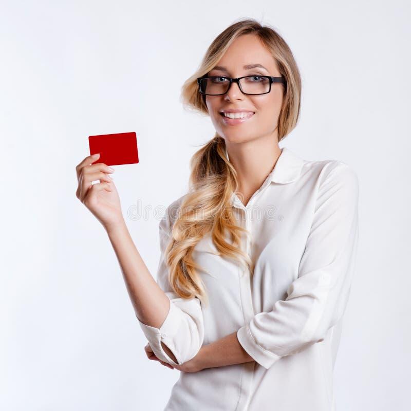 年轻微笑的女商人特写镜头画象  免版税库存照片