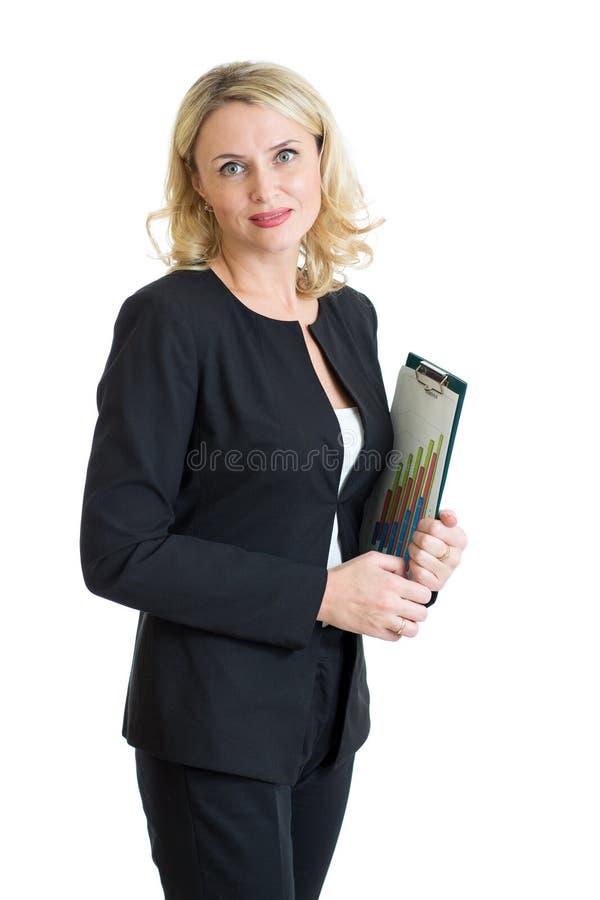 微笑的女实业家在手上的拿着剪贴板被隔绝在白色 免版税库存照片