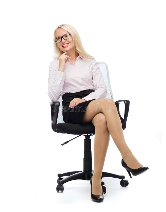 微笑的女实业家或秘书在办公室 库存图片