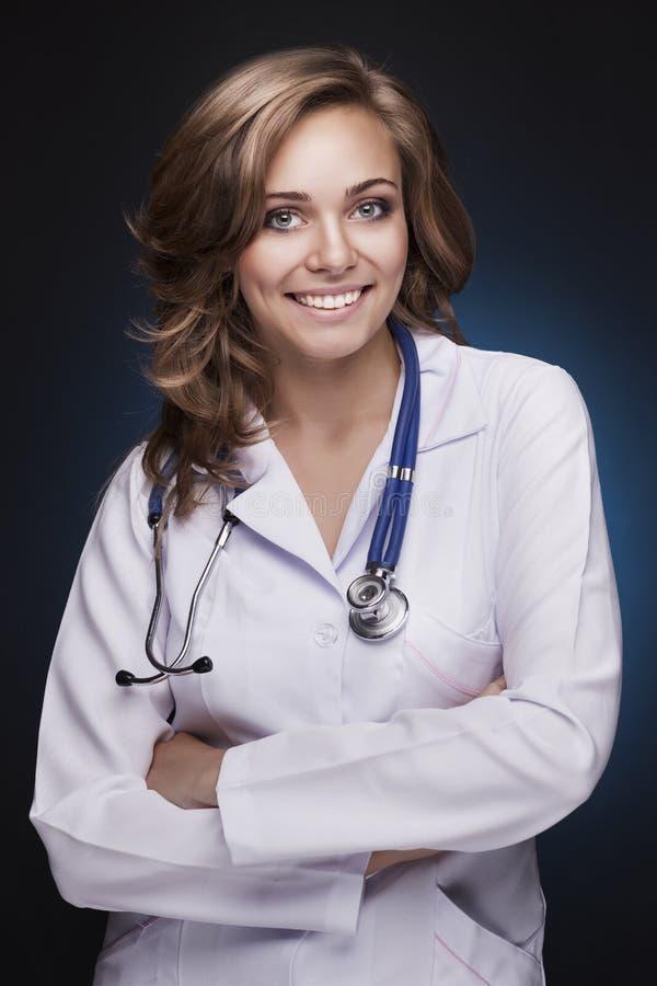 微笑的妇女医生 库存图片