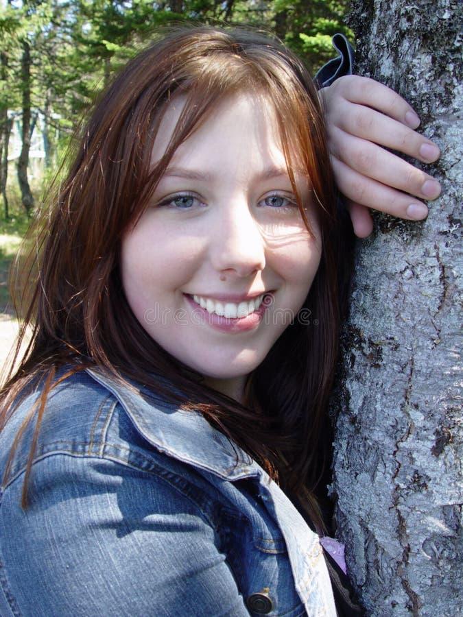 微笑的妇女木头 图库摄影