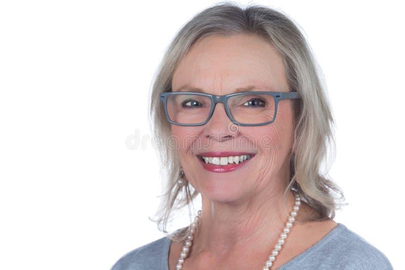微笑的妇女白色背景 库存图片